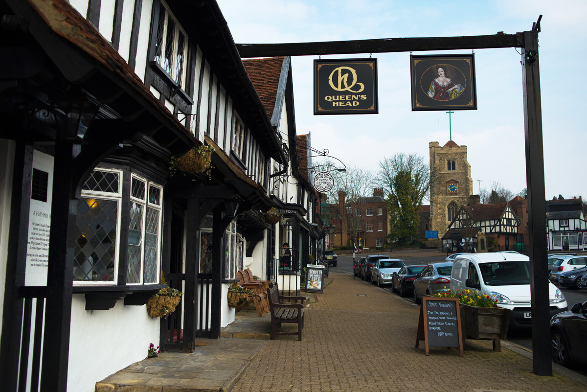 the queen 39 s head pinner pub signwriting spectrum signs. Black Bedroom Furniture Sets. Home Design Ideas