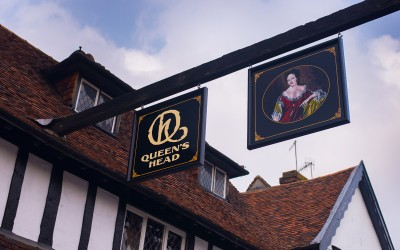 The Queen's Head, Pinner – pub signwriting